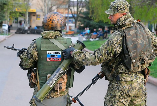 1399106923_terrorists_pro-russian_donbass_donetsk_slavyansk_ukraine_mvasin
