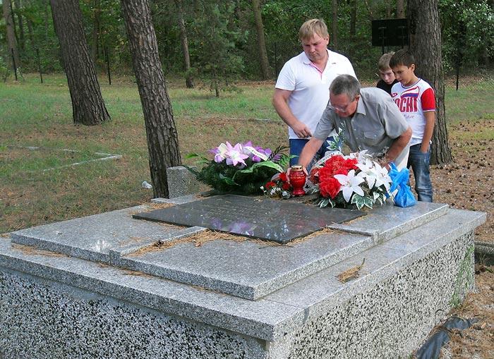 http://ic.pics.livejournal.com/redbauer/33242900/282934/282934_original.jpg
