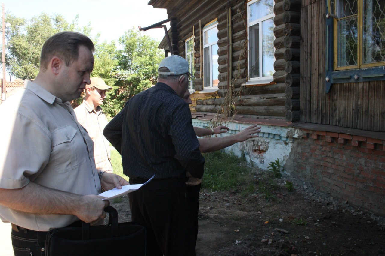 Проверка качества ремонта фундамента ждания по ул. Советская, 42
