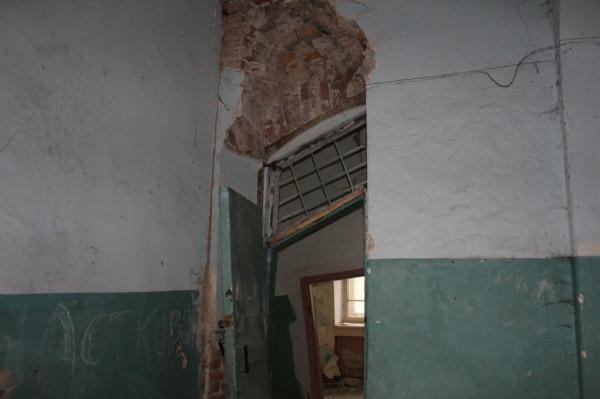 За время моего отсутствия уклон здания стал ещё больше, 4 октября 2012 г.