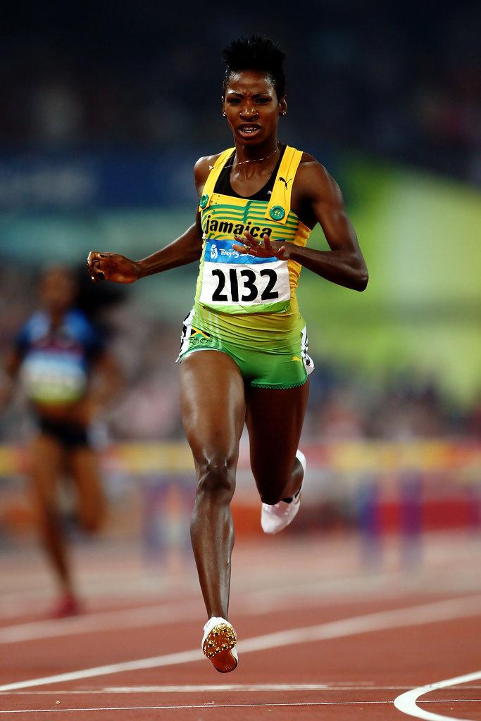 Обладательница женского рекорда на той же дистанции Милейн Уокер