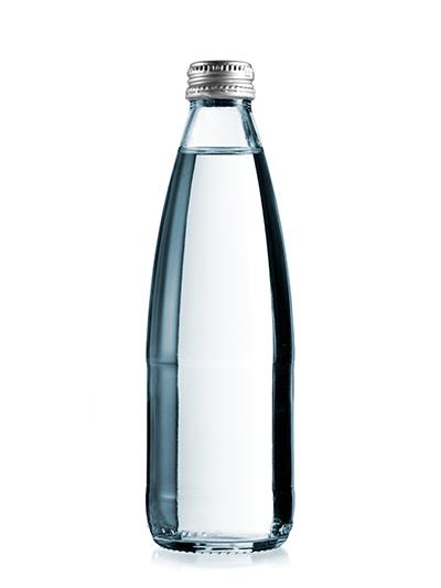Вода в стеклянной бутылке