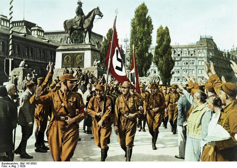 Bundesarchiv_Bild_147-0503,_Nürnberg,_Horst_Wessel_mit_SA-Sturm