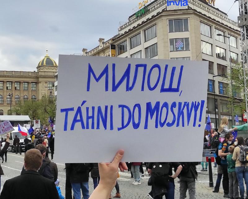 "Милош написали по-русски, надо же :). ""Убирайся в Москву""."