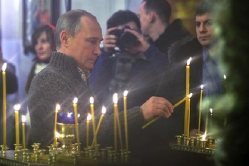 Путин в храме
