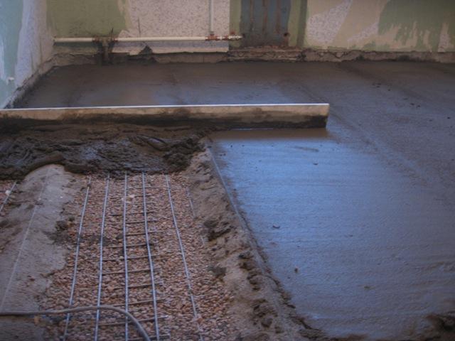 Сколько сантиметров толщиной залить полы в доме на землю своими руками 80