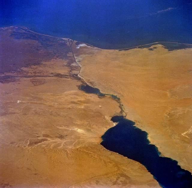 Египет: новый Суэцкий канал заработает через год