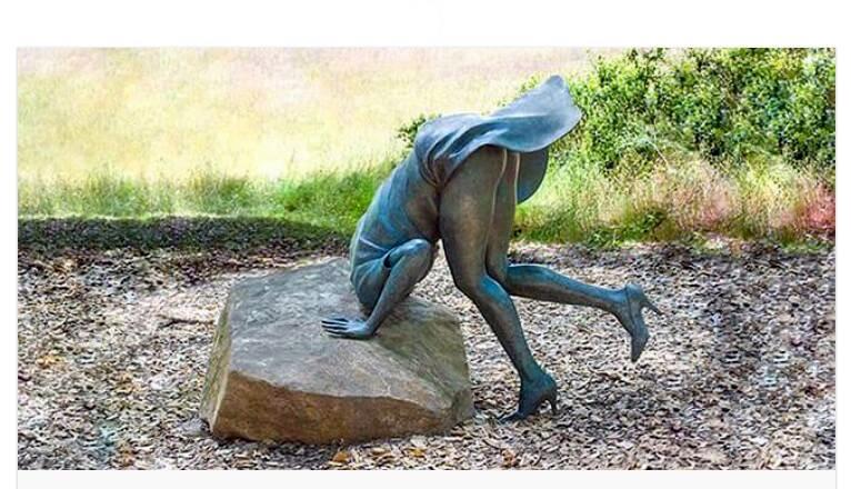Памятник женской любознательности