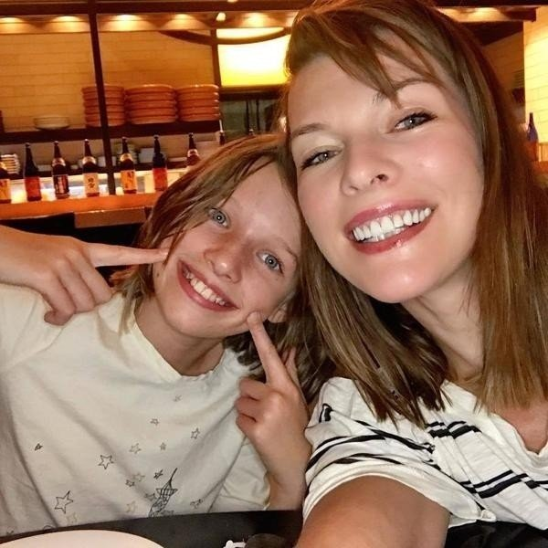 Мила Йовович и дочь