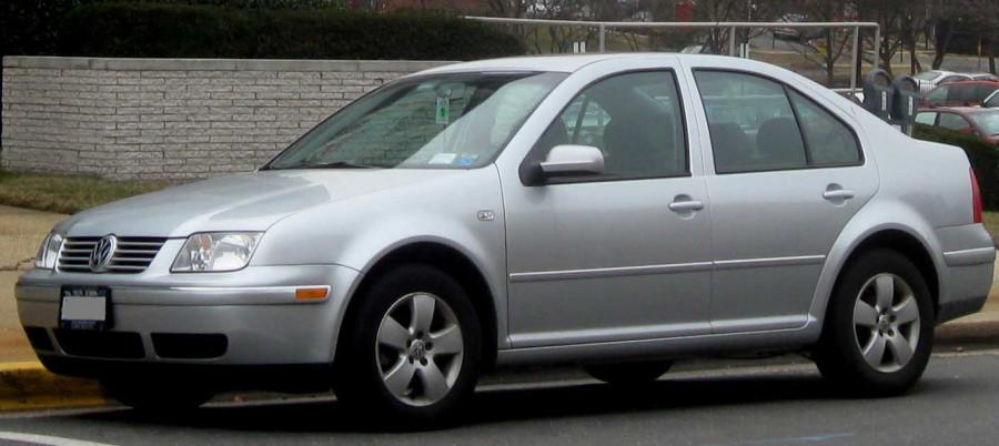 04-05_Volkswagen_Jetta_sedan