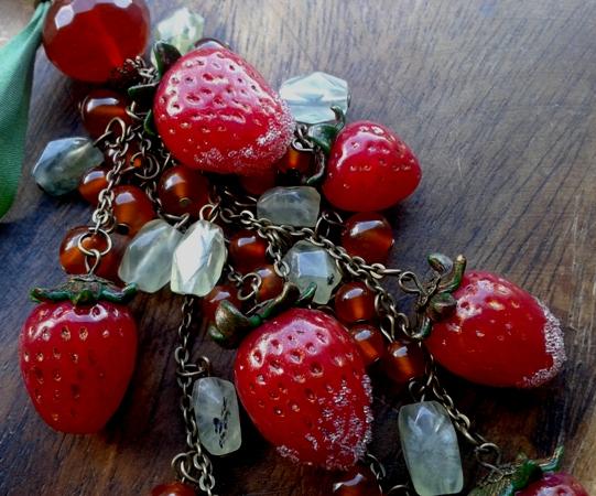 Изделия - комплекты с вишнями, клубникой и опять маки. 20130620_171429