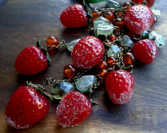 Изделия - комплекты с вишнями, клубникой и опять маки. 20130620_171522