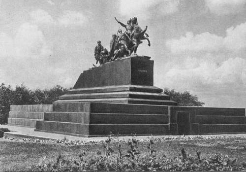 Памятник Чапаеву в г. Куйбышев 1960