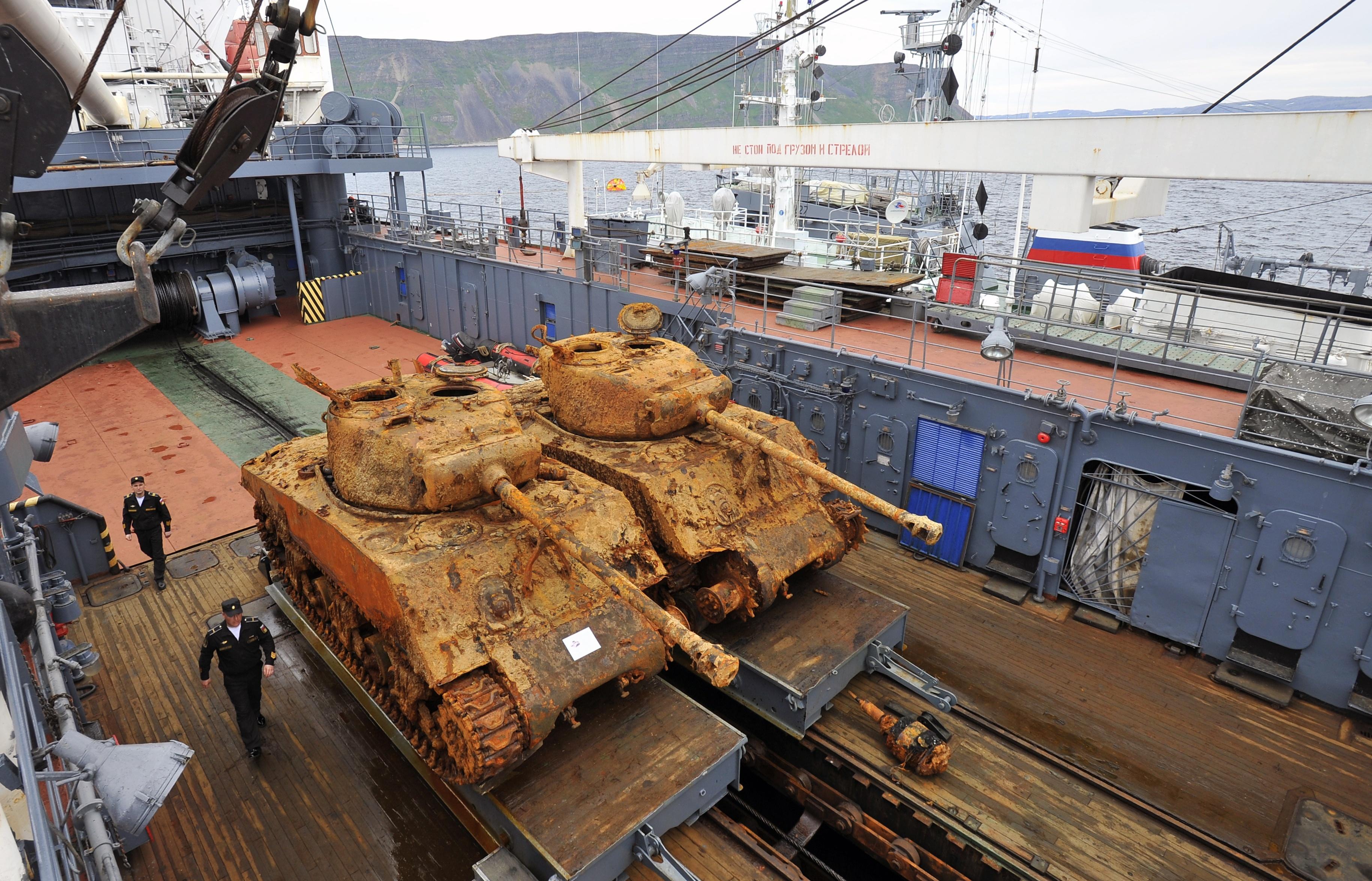 """Со дна баренцева моря подняли два американских танка """"шерман."""