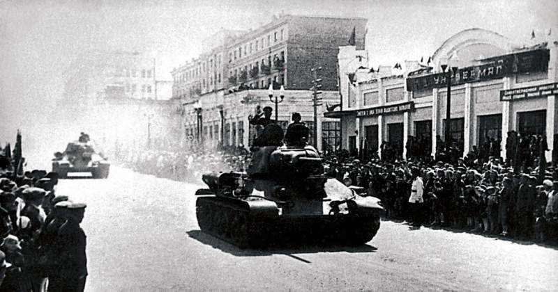 Отправка Челябинской танковой бригады, источник: https://russiainphoto.ru/photos/93279/
