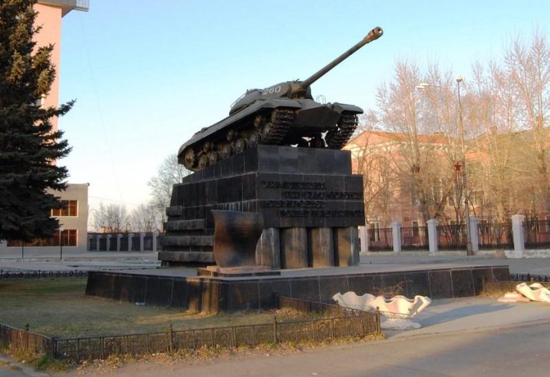 Танк на Комсомольской площади, источник: https://www.hip-hop.ru/forum/post1079502904-n467/