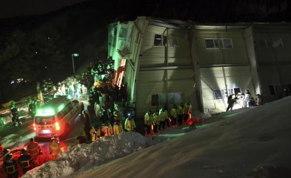 south_korea_auditorium_collapse_17022014_840_516_100