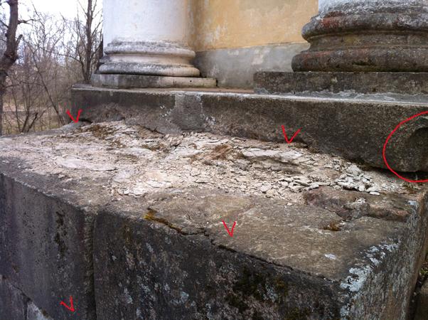 вIMG_0995крыльцо храма