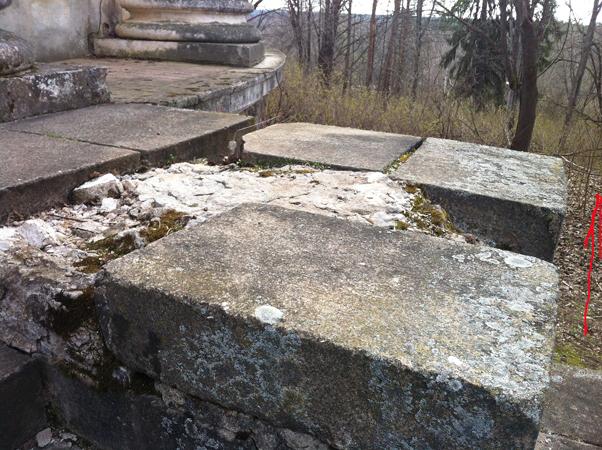 вIMG_0997крыльцо храма