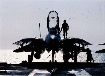 Китайские военные самолеты угрожают