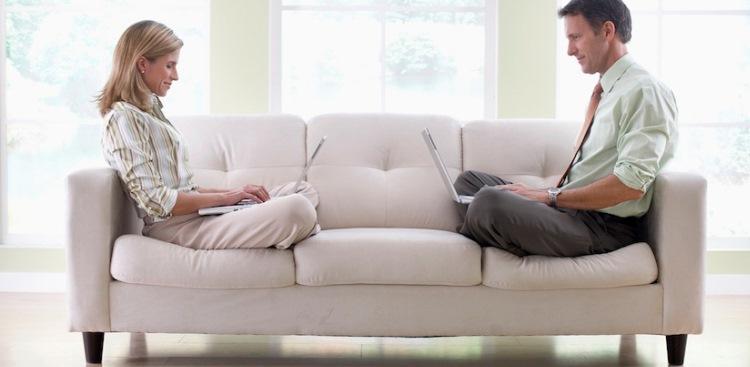 с женой на диване-ет1
