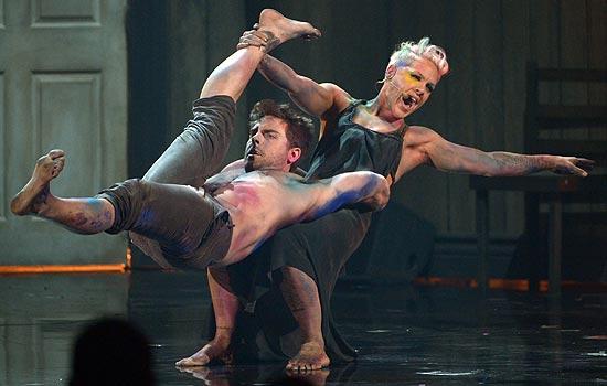 pink-ama-performance-2012