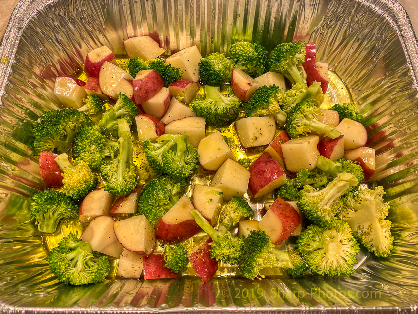 Стейк с овощным гарниром и пикантным соусом 191122_172754_2019-11-22 17.27.53_AuroraHDR2019-edit.jpg