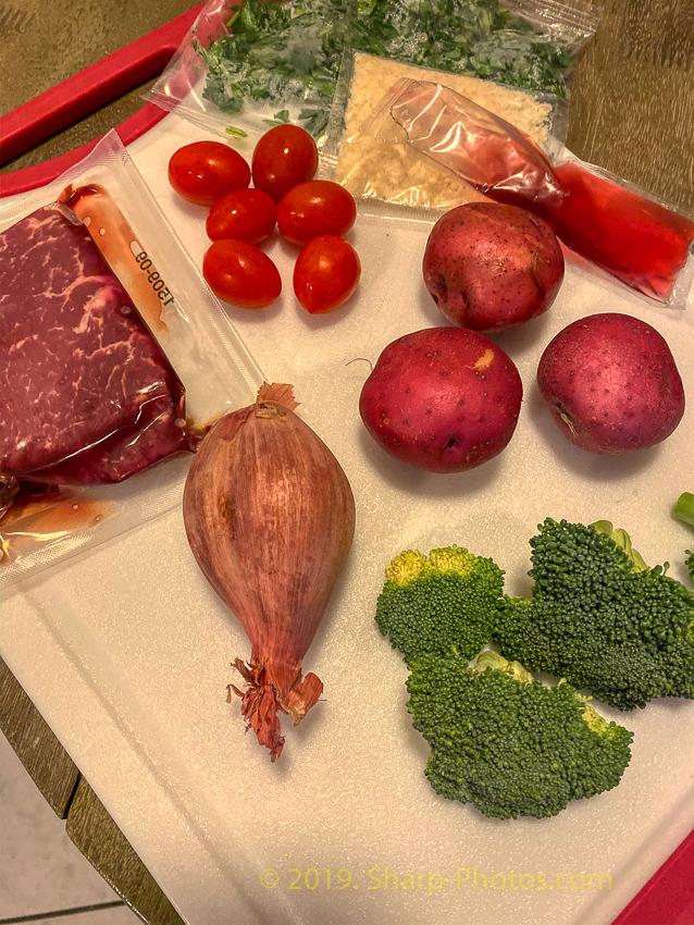 Стейк с овощным гарниром и пикантным соусом 191122_152932_2019-11-22 15.29.32_AuroraHDR2019-edit.jpg