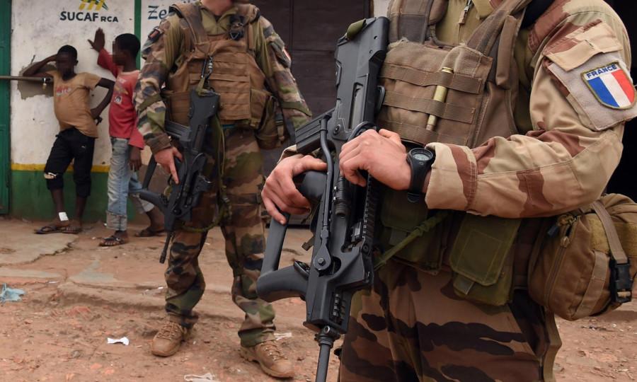 Миротворцы ООН и французские солдаты насилуют африканских мальчиков-беженцев