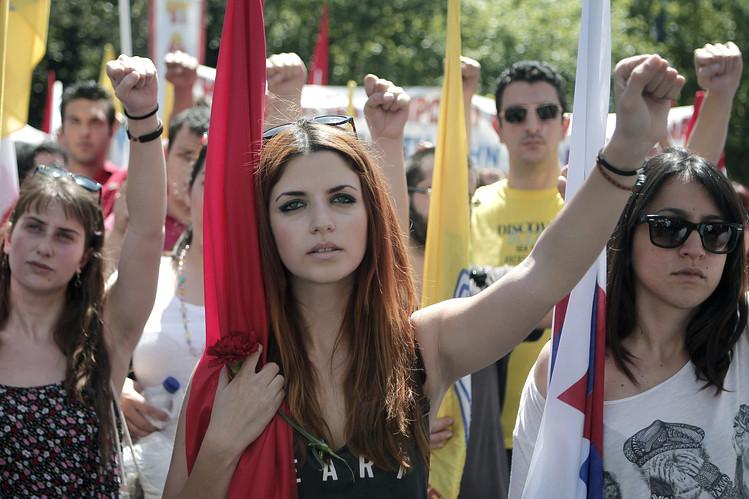 Высокие европейские стандарты: каждому молодому человеку гарантирована безработица и нищита. Украинцы при коммунистах тайком мечтали об этом