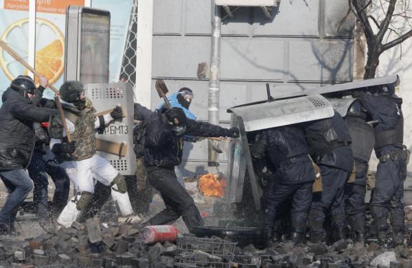 Pro-EU-Ukrainians-protest-in-Kiev-pixanews-5