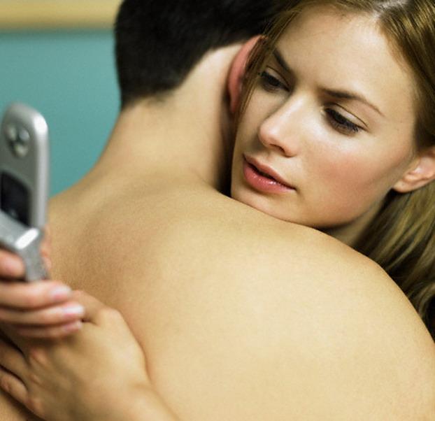 Изменяет парню видео, мужчина трахает девушку и ласкает ей огромный клитор