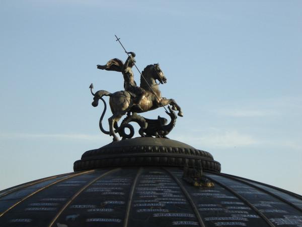 Памятник с ангелом Туран Ваза. Габбро-диабаз Мариинск