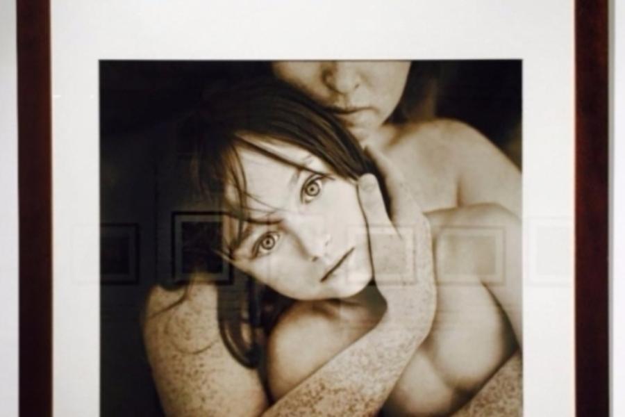 Фотовыставка с голыми детьми