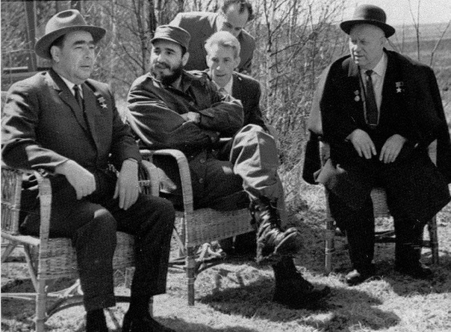 Фидель с Хрущевым и Брежневым