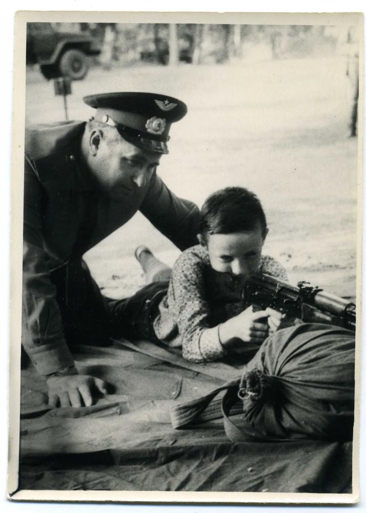 Я с отцом стреляю из АК в Легнице