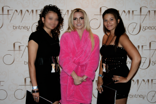 I met britney spears last night what did you do oh no they didnt i flew to montreal im from toronto the day of the show to do the meet and greet i have a wedding to attend on saturday and booked everything before she m4hsunfo