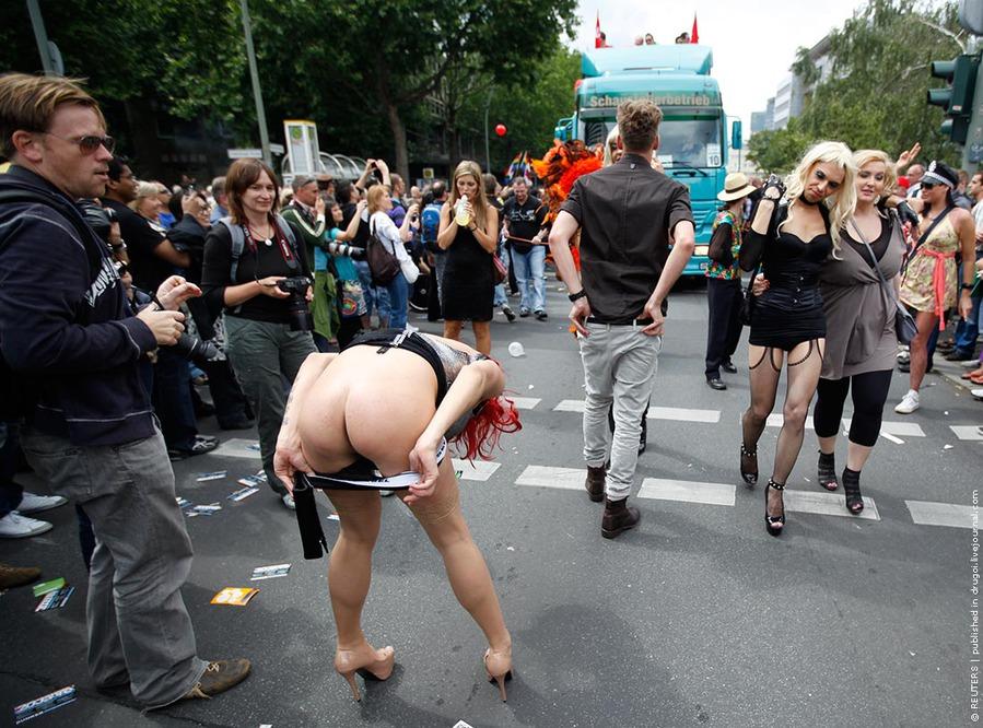 Гей-парад или Christopher Street Day по-берлински. Не успела немецкая стол