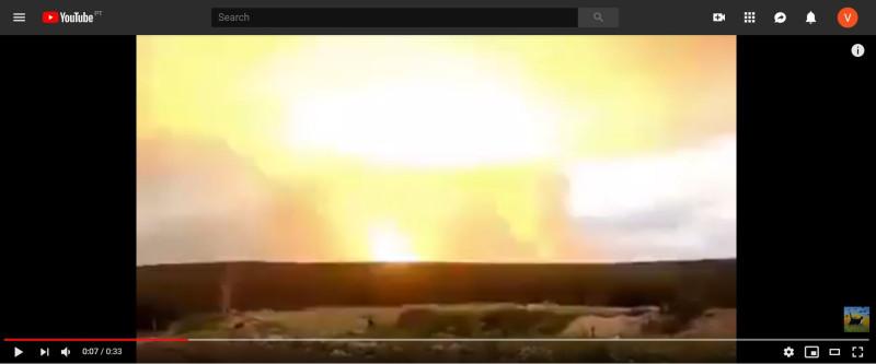 Кадр вспышки во время взрыва на складе под Ачинском