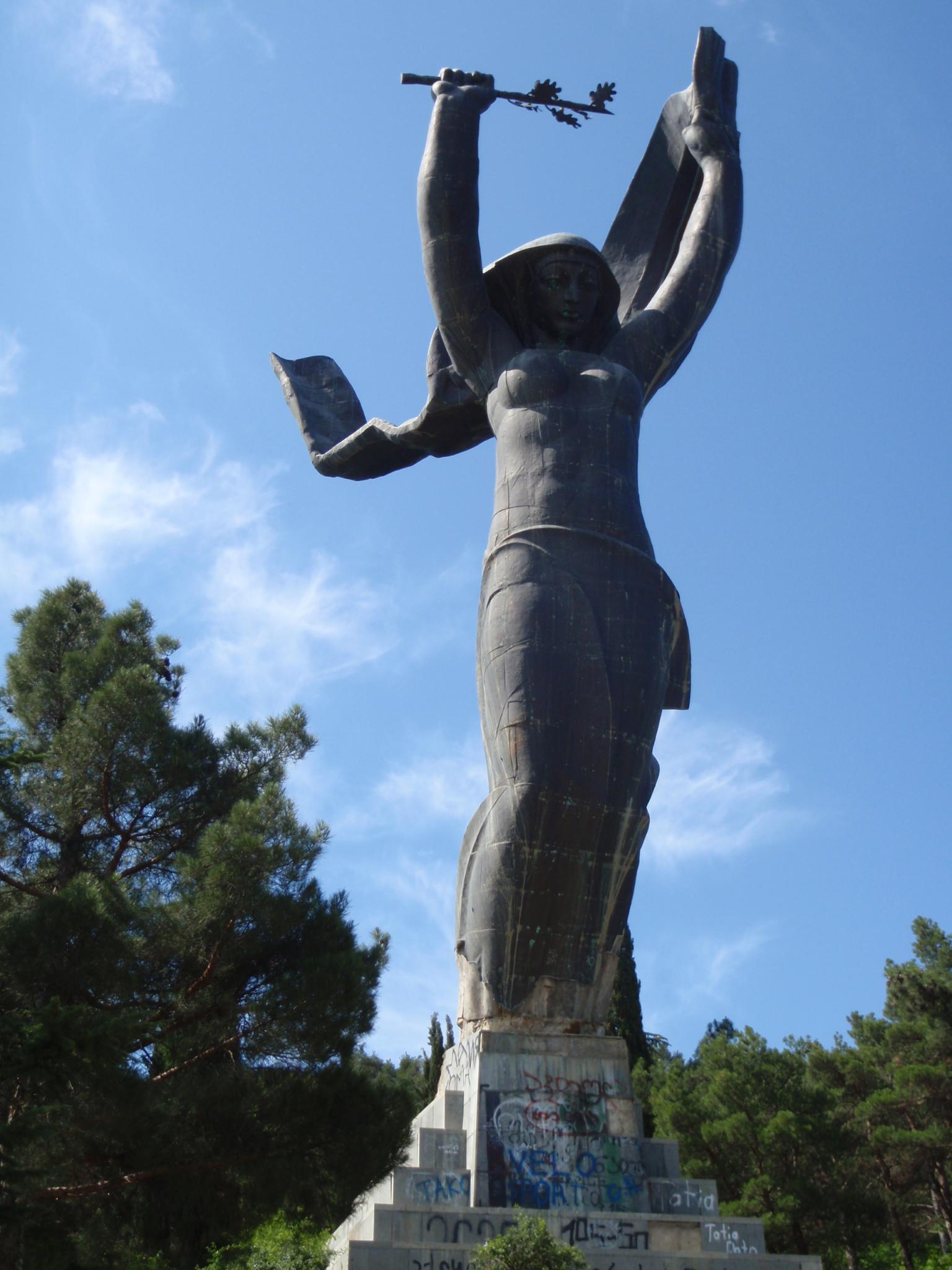 Третья ипостась Кали в Тбилиси - статуя