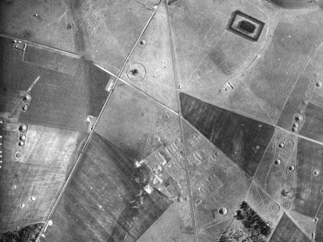 stonehenge 1943