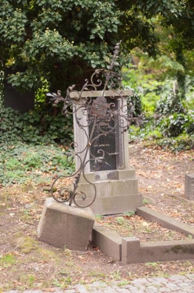 могила художника (web)