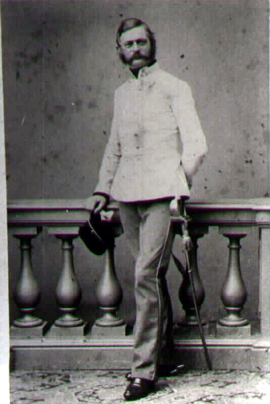 Полковник барон Густав фон Хаммерштайн-Гесмёльд (baron Gustav von Hammerstein-Gesmold). Командовал 1м драгунским полком