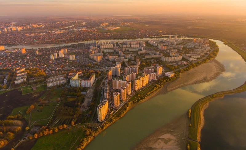 Вот такой он наш район Краснодара.  Не знаю, чья фото, но красивое место, чтобы жить.