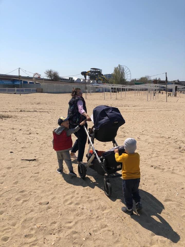Наша коляска- отдельная история. Благодаря ей я имею возможность прогулок и детского сна одновременно.