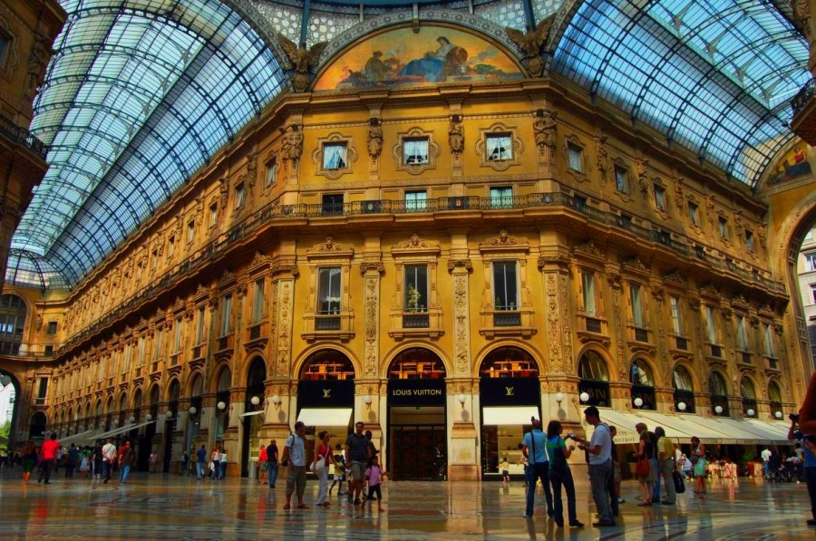 vri_ukraine_milan_shopping