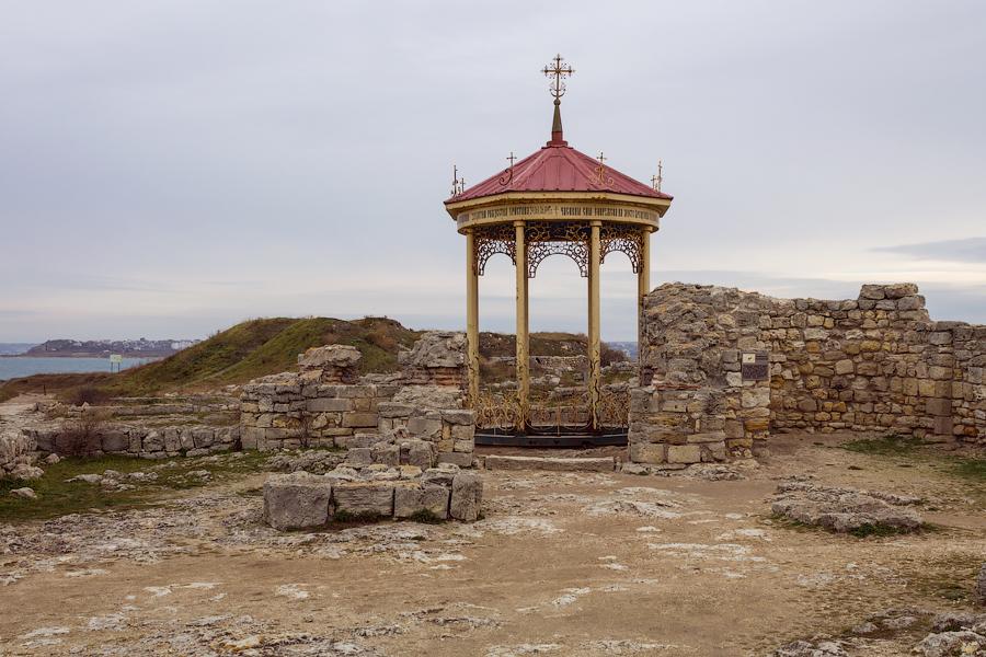 Уваровская базилика. Крещальня