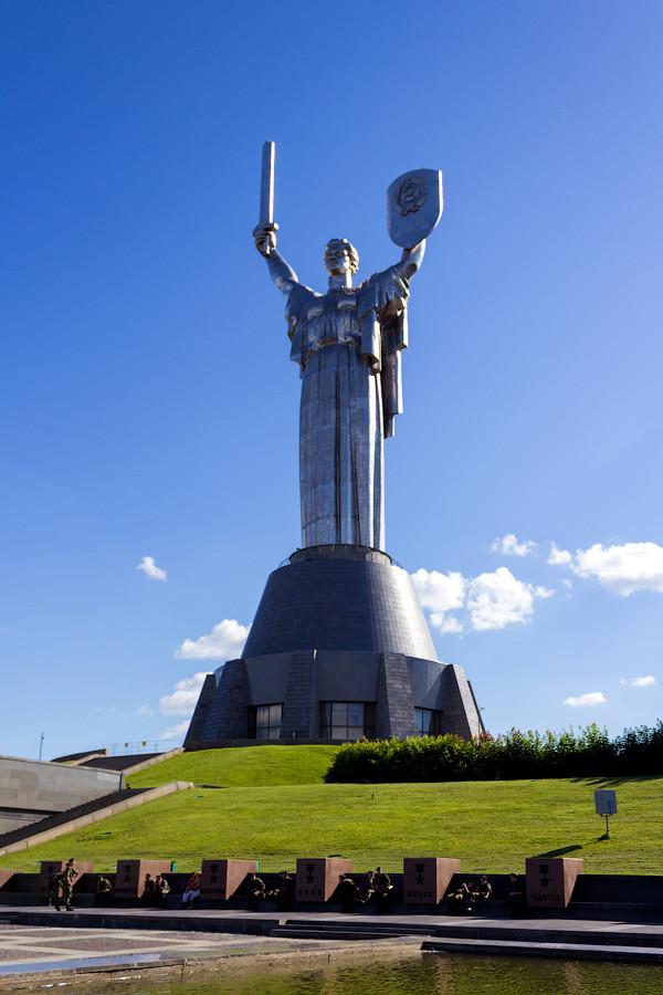 Национальный музей истории Великой Отечественной Войны. Монумент Родина-мать