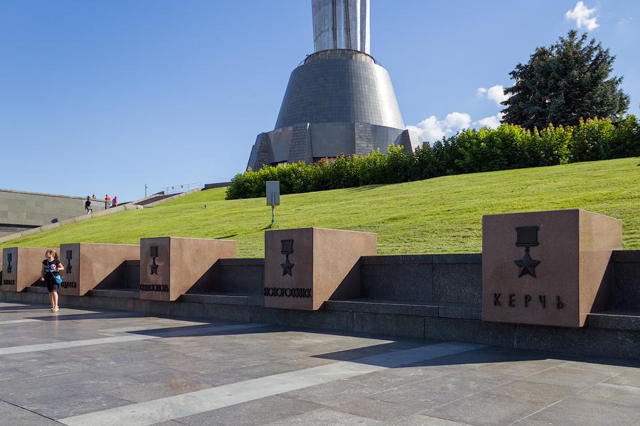 Киевский Национальный музей истории Великой Отечественной Войны. Аллея городов-героев
