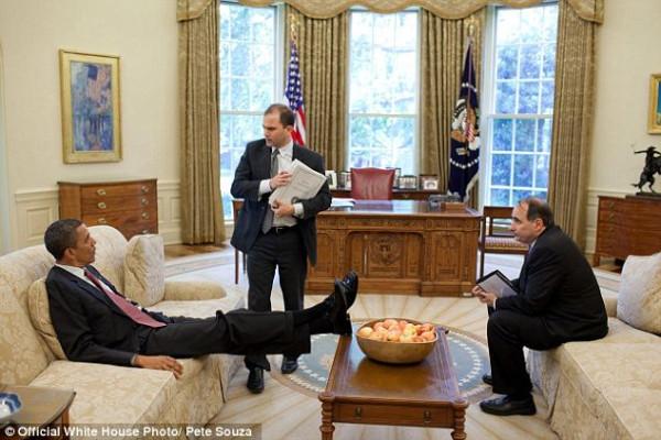 snimite-nogi-so-stola-mr-president3